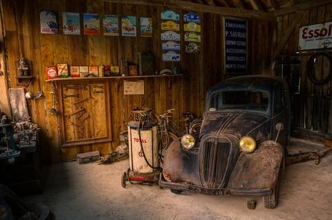 light-car-display-shop-large