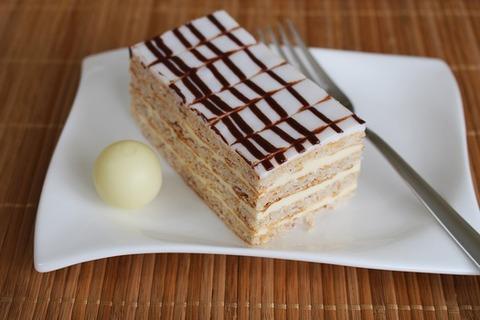 eszterhazyschnitte-cream-slice-dessert-39381-medium