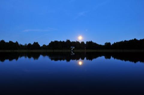 lake-house-moon-mirror-80842